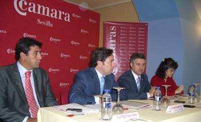 El Alcalde de Constantina y Salvador Fernández inaugurando el Observatorio Económico Local