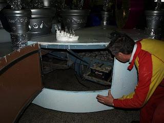 Interior de un carroza con su maquinaria incorporada