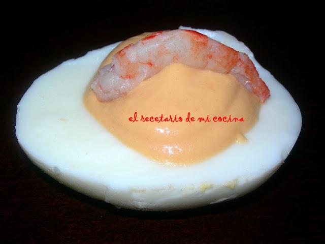 huevos rellenos de pate de cabracho y gambas