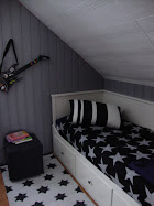 E:s rum i silvergrått, vitt och svart