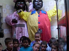 """Bonecos do Bloco Carnavalesco """"Eles e Elas""""."""