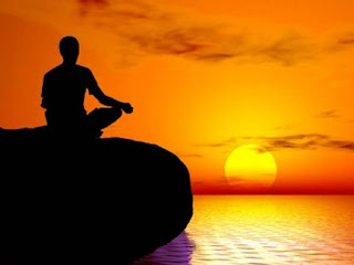 yoga di tepi laut