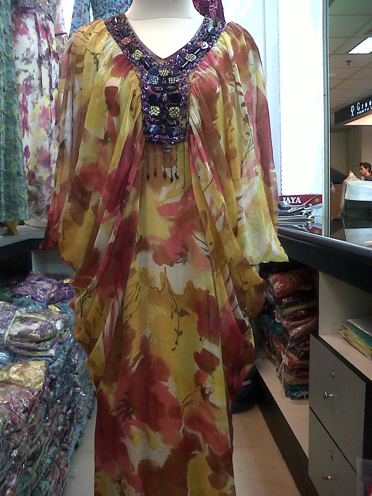 Gaya Busana Koleksi Fashion Gamis Gaun Syahrini Motif