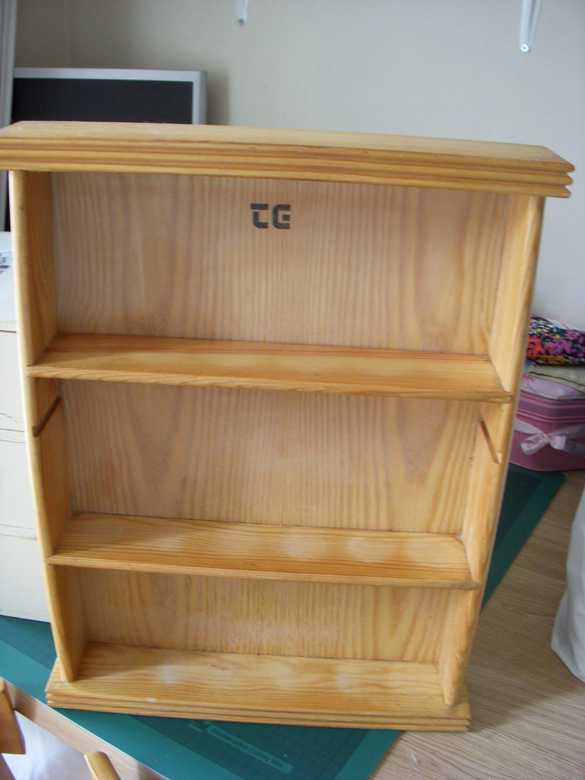 http://4.bp.blogspot.com/_iHhG4m9ecPQ/TE8LlV9REUI/AAAAAAAAARc/tIFOK_J3vj0/s1600/little+shelf+unit+1.JPG