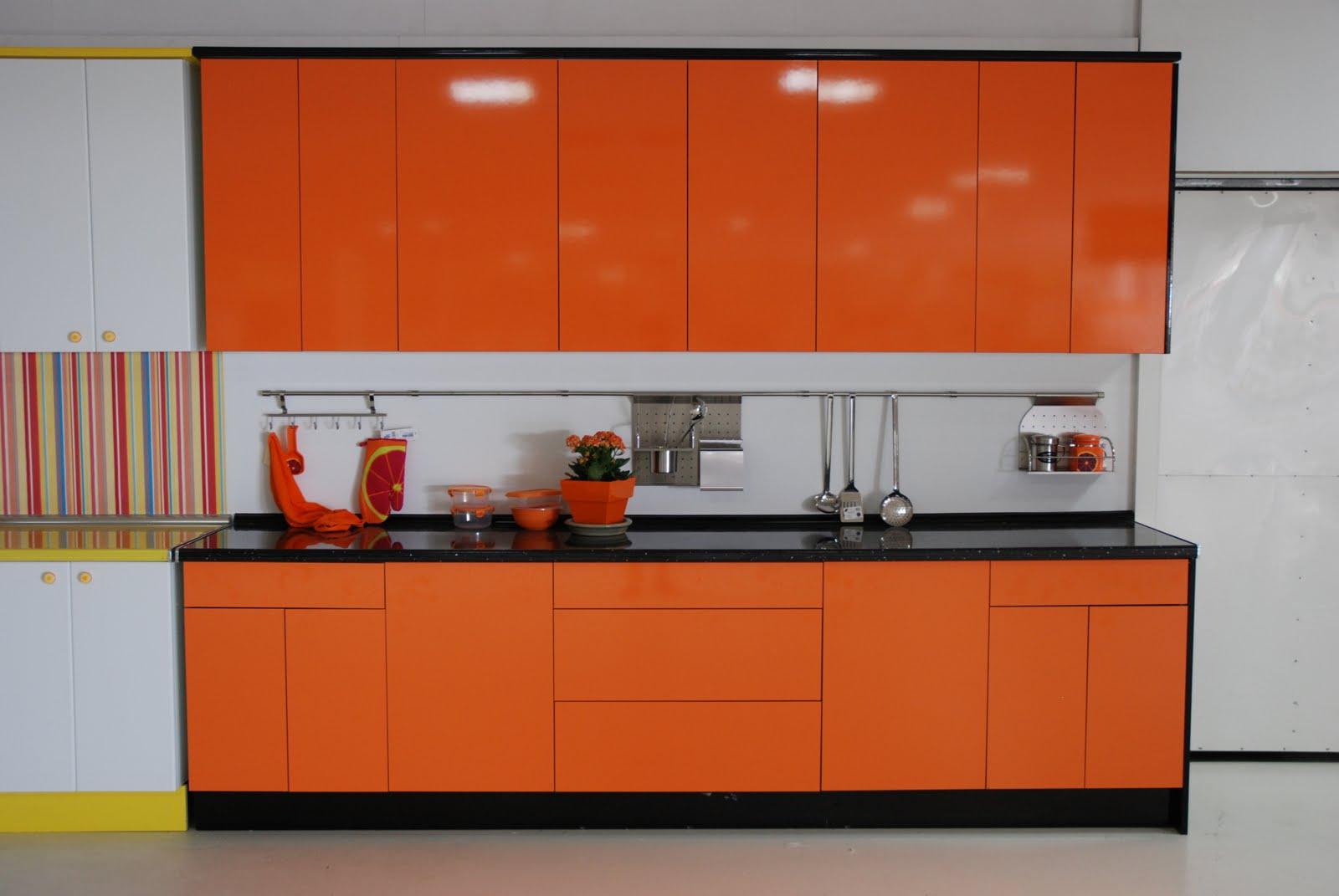 Maderas y chapas cocinas - Cocinas naranjas y blancas ...
