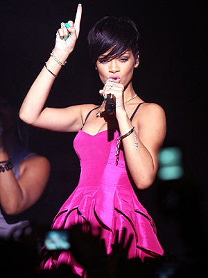 rihanna performance