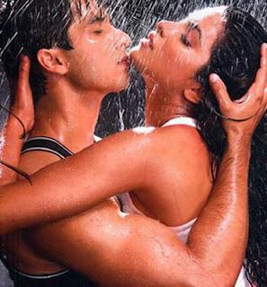 http://4.bp.blogspot.com/_iHt5iQ3TUFA/SmLzuEX3OWI/AAAAAAAACjM/Pre1HptYRZs/s400/shahid-priyanka-hot-scene.jpg