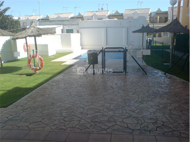 Apartamento en rota cadiz alquiler verano zona de juegos for Alquiler piso rota verano