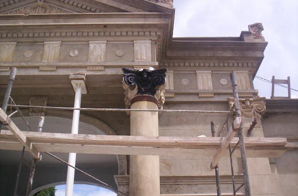 Restauración de Fachadas, molduras y capitel