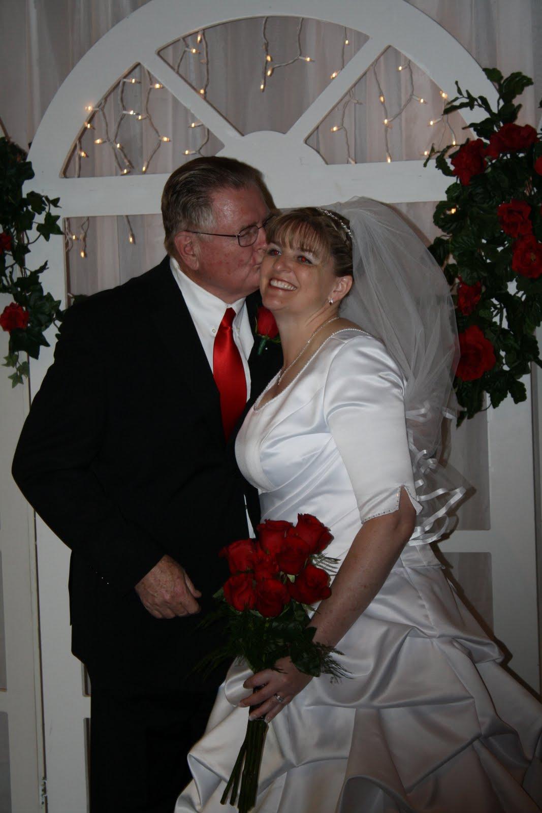 http://4.bp.blogspot.com/_iN8nY_Avlk0/TBaovroBqBI/AAAAAAAAAQY/h1DTdV2mPoU/s1600/wedding+341.jpg