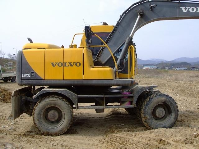 KOREA USED EXCAVATOR SALE: VOLVO EW130(2002.06) / korea ...