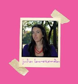 La autora Julia Larotonda