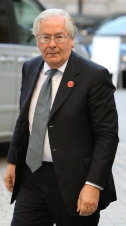 Mervyn King, a Bank of England vezetője (Governer. katt a képre)
