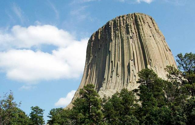 Pictures of the Gigantic Devils Tower Mountain