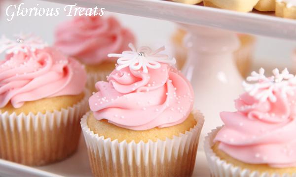 {Cupcake Monday} Gorgeous Snowflake Cupcakes by Glorious ...