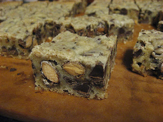 The Biscuit Pusher: Coffee-Toffee-Almond Chocolate Chip Cookie Bars