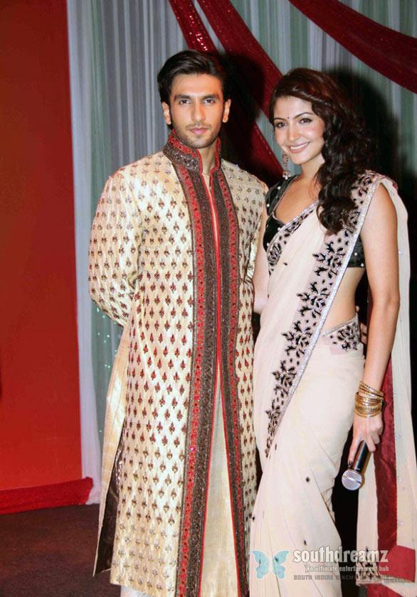 anushka sharma hot saree pics. Anushka Sharma Hot Saree