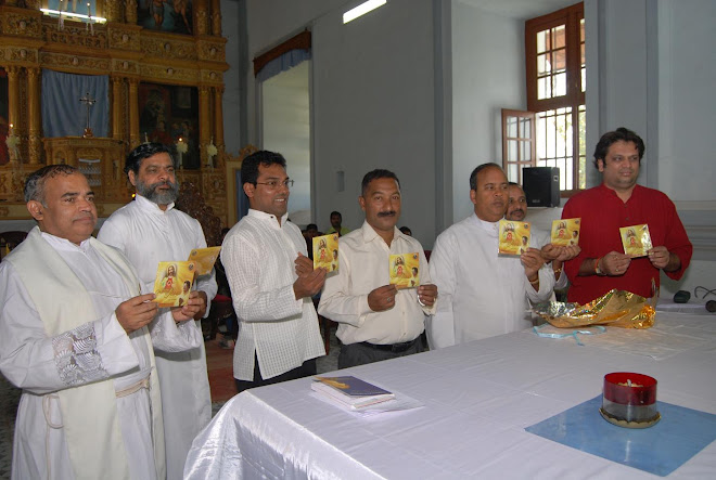 RELEASE OF CD GRATEFU TO JESUS AT THE HANDS OF FR. CONCESSAO SILVA AT CARAMBOLIM CHURCH ON 11/12/09