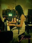 ~默默弹着钢琴的我~~你是否了解多少~