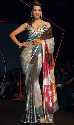Mugdha Godse walks ramp at Wills Lifestyle India Fashion Week