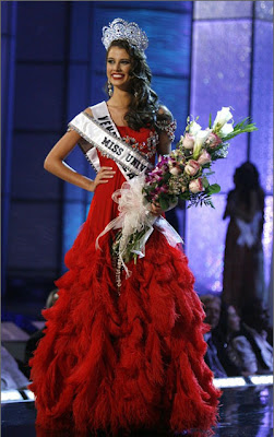 Crowning Moments: Miss Universe 2009 - Stefania Fernandez