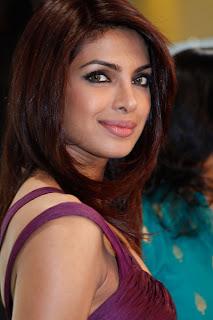 Priyanka Chopra and Shahid Kapur flaunt same Mobile Number