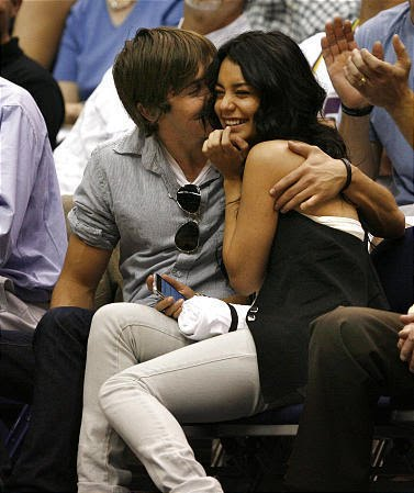 http://4.bp.blogspot.com/_iZQpVPkFTVc/SspDttqpZFI/AAAAAAAAAdY/XdA2DPyJwbc/S760/Zanessa-at-the-Jazz-Game-zac-efron-and-vanessa-hudgens-1287044-377-449.jpg
