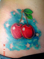tattoo de cerejas fundo azul