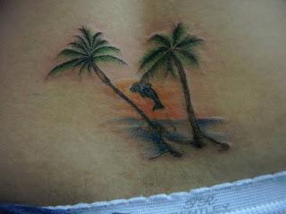 tatuagem golfinho coqueiros