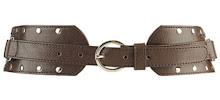 cinturon marron con tachas