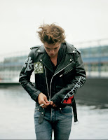 Nouveau Photoshoot de Rob Robert+Pattinson+Dossier+Mag+03