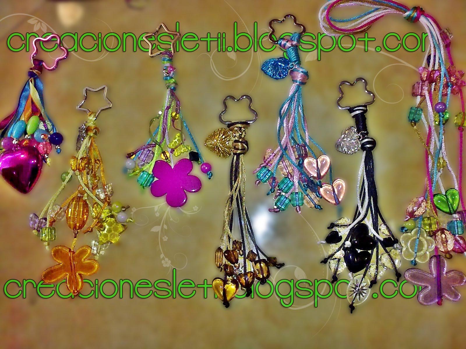 Llaveros de colores [accesorios para bolsa]
