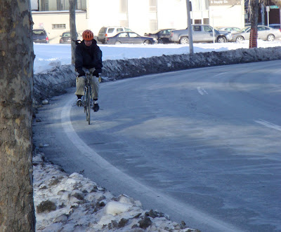winter cyclist bike lane