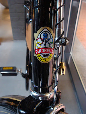 Pinarello city bike townie headbadge