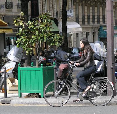 chic Parisian cyclist
