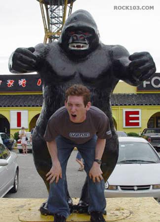 [Imagem: fotos_609_Que+idiota+dando+pro+macaco.jpg]