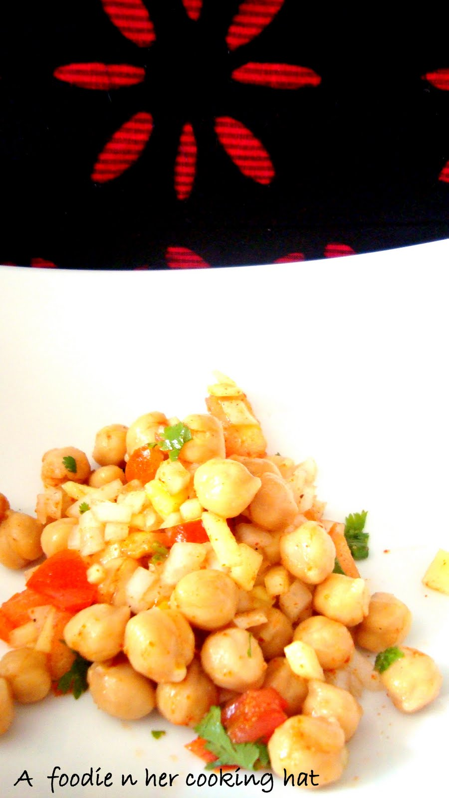 Salad with garbanzo beans and Indian spices | Spices and Aroma