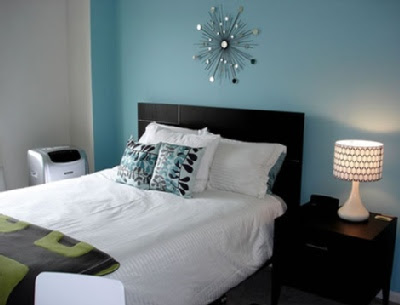 Bedroom on Like The Contrast Of This Light Teal Bedroom With The Dark Headboard