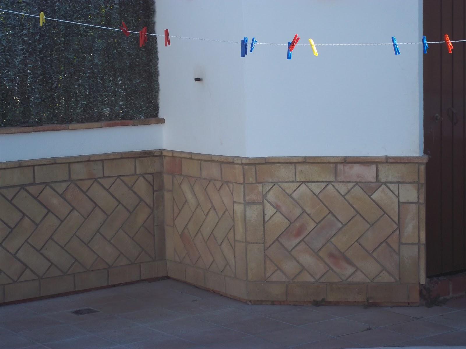 Empresa de construccion y rehabilitacion estilo rustico for Zocalos para patios modernos