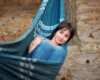 girl  <br />hammock forest pine девушка гамак сосновый лес