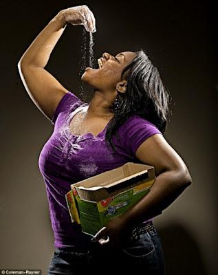 http://4.bp.blogspot.com/_ilb7qjFxJgc/TVH-1affUDI/AAAAAAAAOBQ/JLaoHW3lG7E/s1600/19-Year-Old-Girl-Is-Addicted-to-Eating-Soap-002.jpg