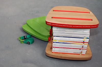 Стол поставка за списания