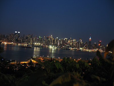 http://4.bp.blogspot.com/_ioD6UOQqcyA/SwA4FfmM_JI/AAAAAAAAAM0/3km_MQckE2s/s400/Manhattan+Skyline+2.jpg