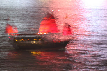Photo of a Red Sail Junk in Hong Kong (Click Photo)