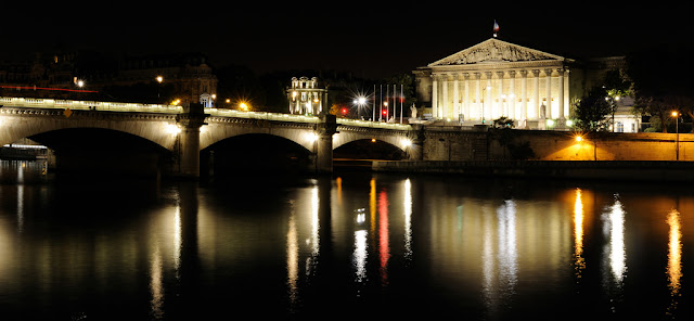 assemblée nationale, paris la nuit