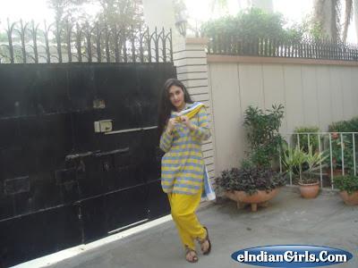 High Fashion Designers on Fashion Designer Sbahat Khan