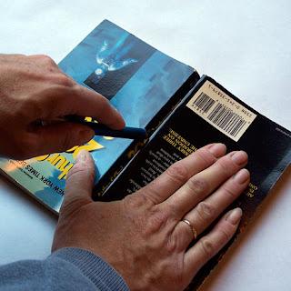 M comme maman tutoriel pomme livre ou livre pomme - Pliage de livres de poche ...