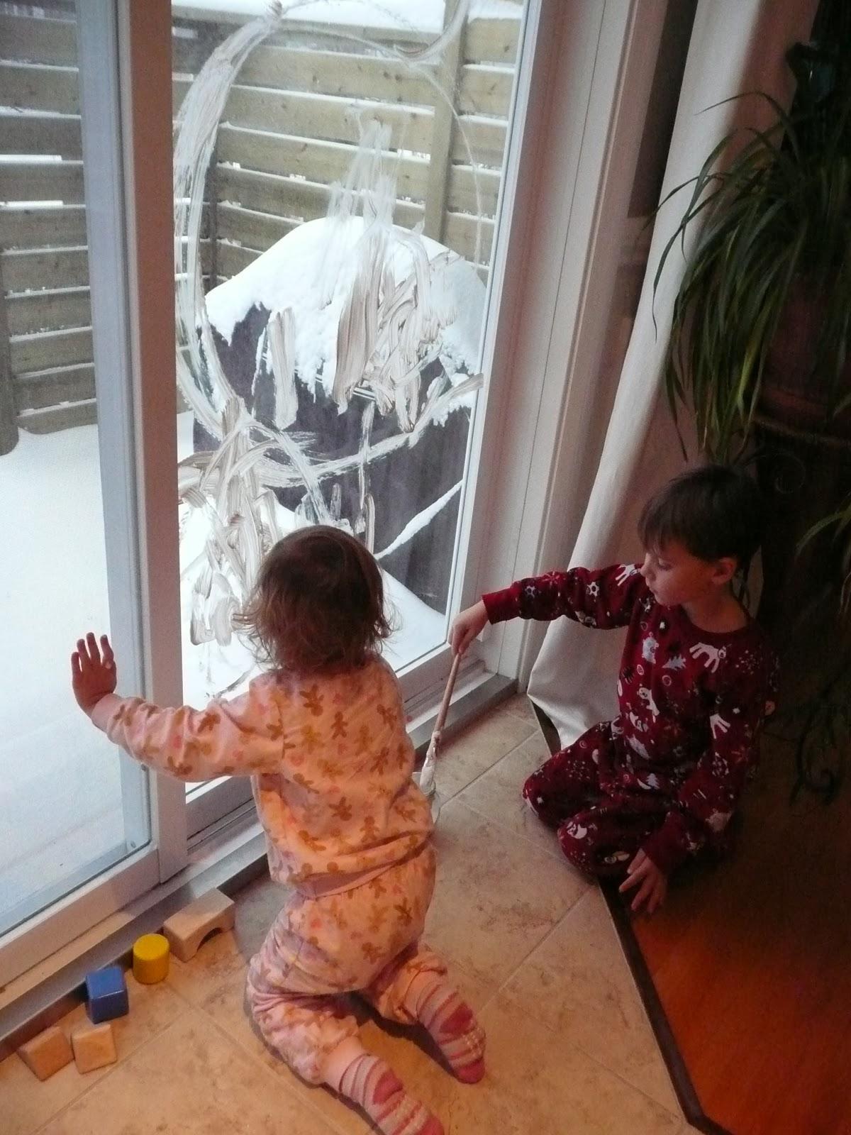 m comme maman d corer les vitres c 39 est l 39 hiver car il neige dans ma fen tre. Black Bedroom Furniture Sets. Home Design Ideas