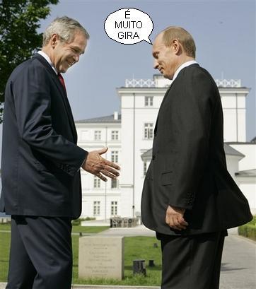 George W. Bush e Владимир Путин (ou Джордж У. Буш e Vladimir Putin) no encontro do G8 em Heiligendamm, Alemanha, a 07/06/2007 (Foto AP/Gerald Herbert)