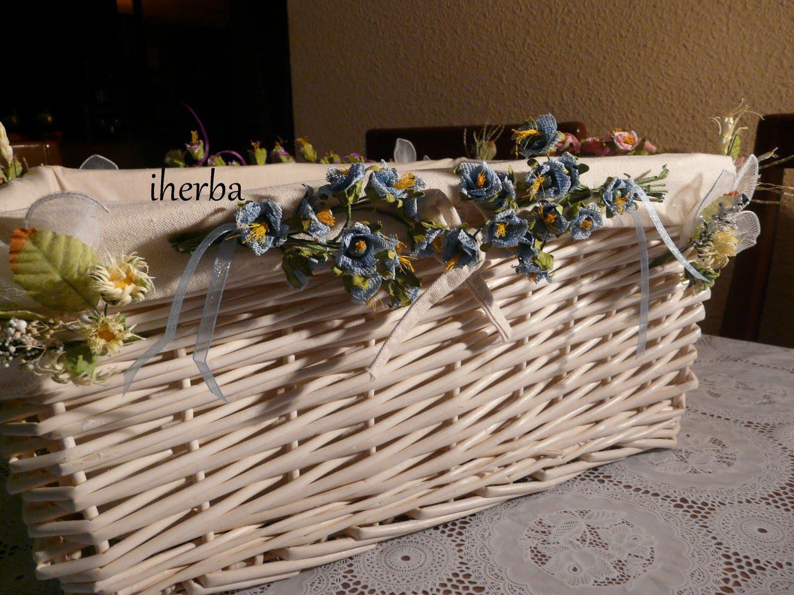 El mundo de las creaciones de iherba julio mes de bodas - Adornar cestas de mimbre ...